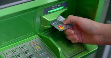 как вставлять карточку в банкомат сбербанка